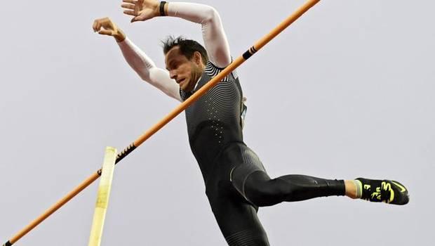 Renaud Lavillenie, en pleno salto.