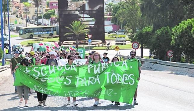 La Marea Verde defiende al Virgen del Carmen en su marcha a Cádiz