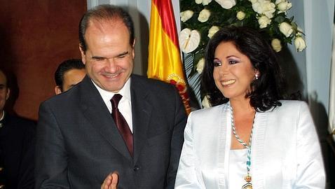 Manuel Chaves, junto a Isabel Pantoja