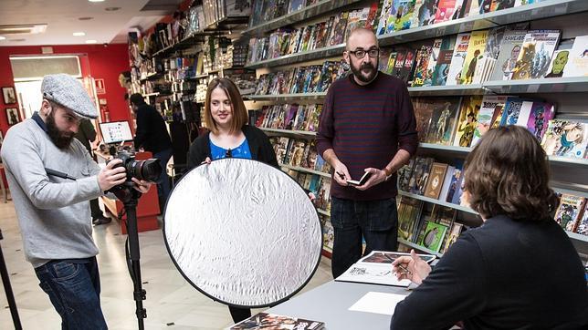 Una imagen de la grabación del documental 'Vivir para dibujar, dibujar para vivir'