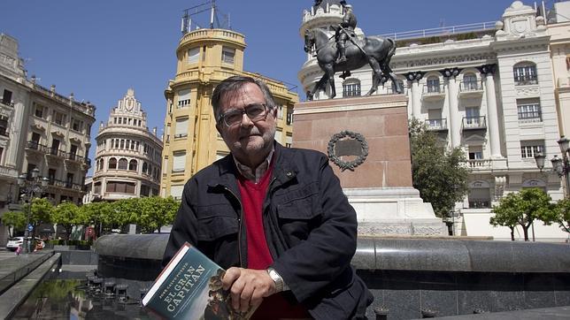 José Calvo Poyato, con su libro dedicado a El Gran Capitán