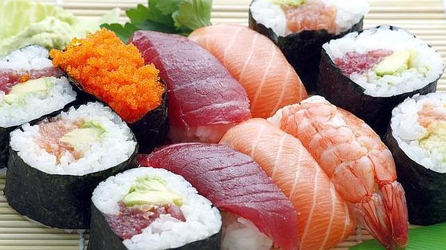 Los gaditanos aprenden a preparar sushi