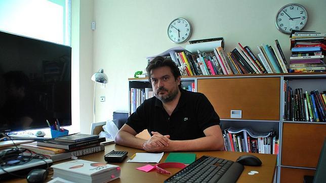 Javier León, en su estudio de San Fernando