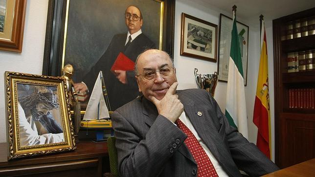 Resultado de imagen de presidente del Consejo de Hermandades y Cofradías de Cádiz, Martín José García