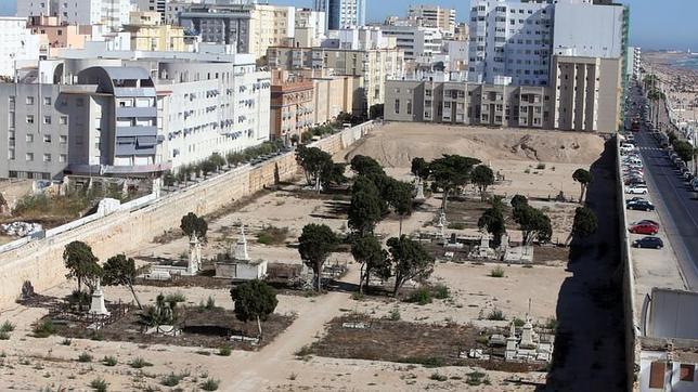 A finales de agosto serán exhumados 18 cuerpos del cementerio de Cádiz