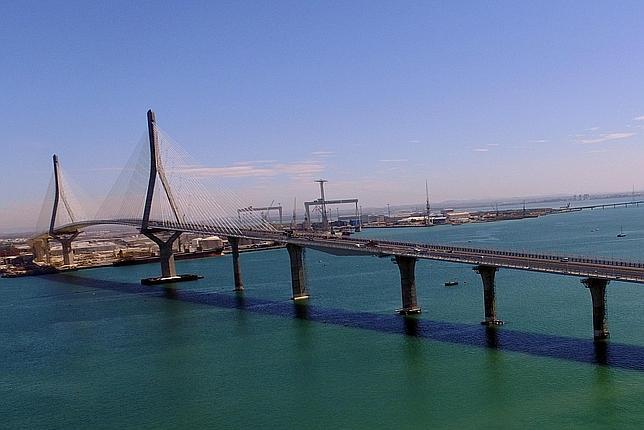 El segundo puente de Cádiz es uno de los enlaces de sus características más grandes del mundo