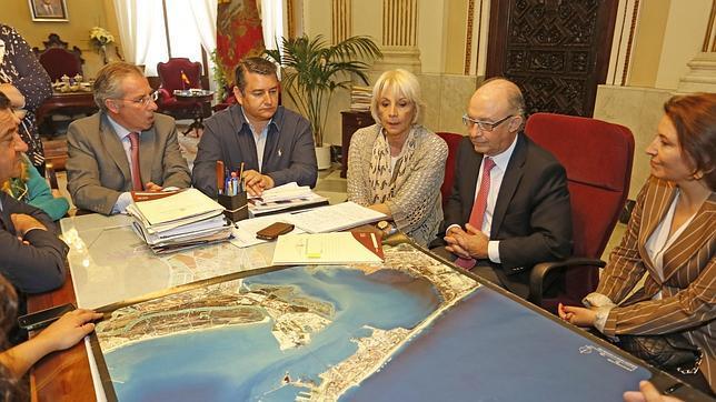 Los autónomos exigen al alcalde de Cádiz que pague las facturas a los proveedores