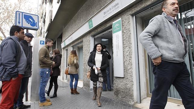 La creación de empleo crece más que el paro en Cádiz, según la EPA