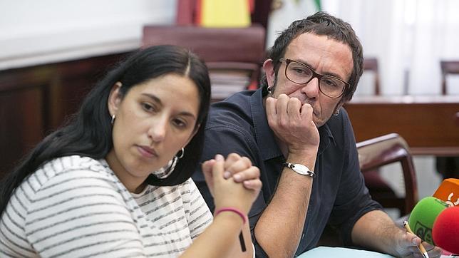 El alcalde de Cádiz pide con una mano y arrea con la otra