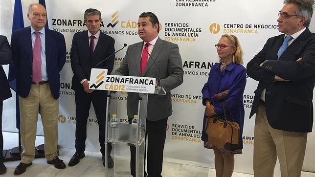 zona franca cádiz - El delegado del Gobierno en Andalucía ha inaugurado los centros de negocios de Arcos y de Chilana