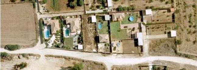 Ocho detenidos en chiclana por construir viviendas en suelo no urbanizable la voz digital - Construir piscina en suelo no urbanizable ...
