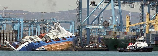 Una empresa especializada estudia posibles soluciones para el buque escorado la voz digital - Puerto de algeciras hoy ...