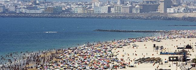 Cádiz vive su primer gran día de playa