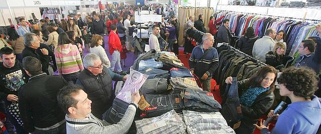 La feria outlet llena de ambiente ifeca aunque las ventas for Feria outlet zaragoza