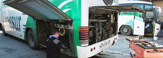 La avería de dos autobuses de Linesur interrumpe los servicios mínimos