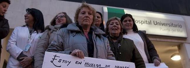 Una auxiliar de enfermería, en huelga de hambre para reclamar su puesto de trabajo
