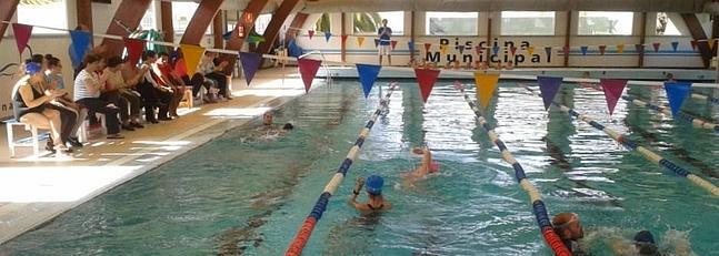La piscina municipal ofrece natacin adaptada a todas las for Piscina municipal lugo
