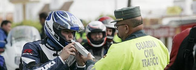 Fuerte dispositivo de tr fico para controlar motos y alcohol al volante la voz digital - Jefatura trafico zaragoza ...
