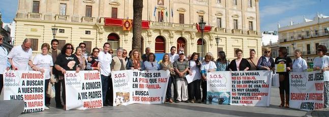 'SOS Bebés Robados' pide amparo a la Justicia Europea desde San Fernando