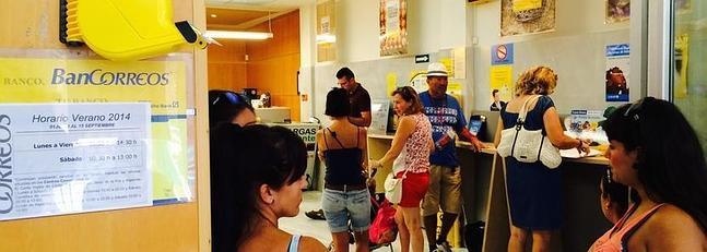 La oficina de correos de chiclana sufre los mayores for Oficina correos cadiz