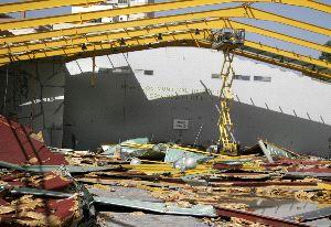 El derribo del antiguo pabellón Portillo ya alcanza al 60% de las instalaciones