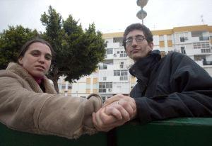 DESESPERADOS. La pareja, durante una entrevista concedida a la Voz de Cádiz. / ANTONIO VÁZQUEZ