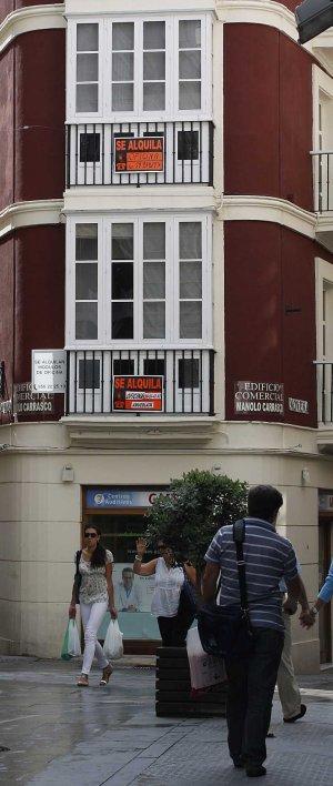 La venta de pisos en Cádiz logra resistir, frente al desplome en la Bahía