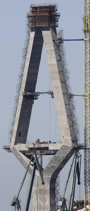 Fomento insiste en que la obra del puente «va con normalidad» y no entra en el plan de Dragados