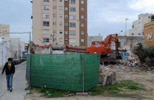 El derribo de casas bajas en Los Chinchorros se retoma tras meses de parón