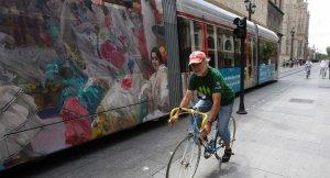 La alcaldesa presenta el trayecto de un tranvía urbano que circunvala el centro