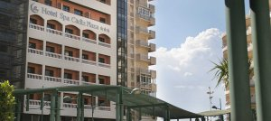 La Justicia da la razón al hotel Cádiz Plaza en el conflicto con los vecinos del edificio Miramar