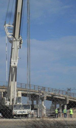 Comienza el desmontaje del puente de San José Obrero tras diez años de quejas