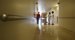 Las instalaciones y la limpieza, asignaturas pendientes en el hospital