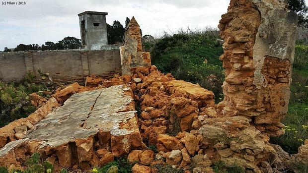 Estado del equipamiento tras derrumbarse uno de sus muros