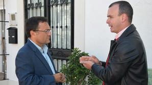 El PSOE «mima» a su alcalde de Manilva investigado