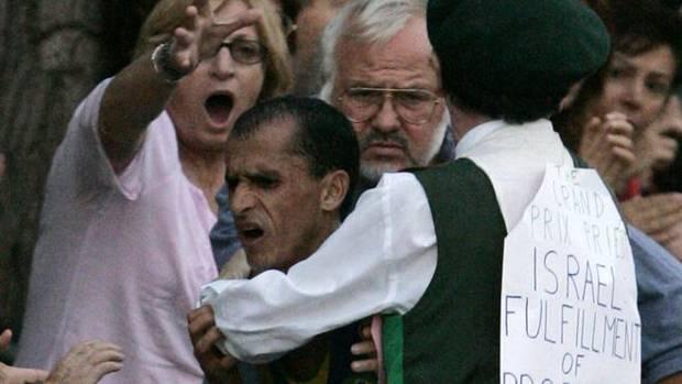 Vanderlei de Lima, atacado por el espontáneo.