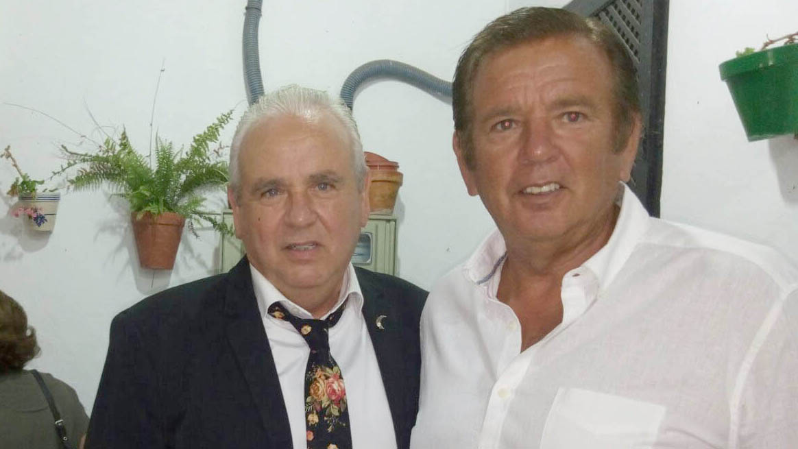 Candela y su hermano Juan Luis Montoya que fue homenajeado como ex concejal de Festejos/A.F.