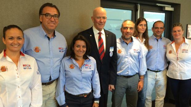 Elías Bendodo y representantes de uno de los congresos / ABC