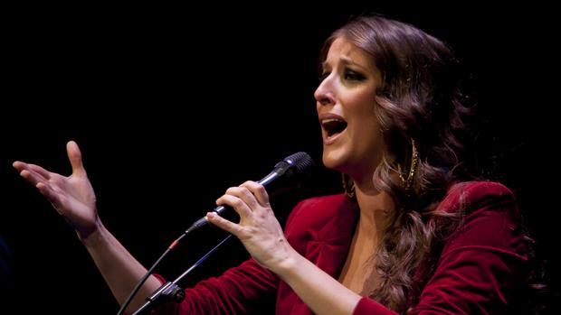La cantante onubense Argentina en un concierto