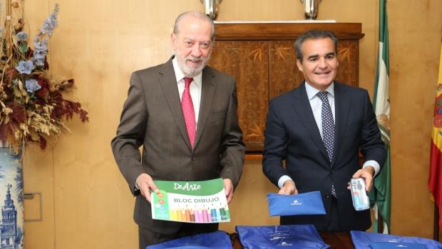 El presidente de la Diputación, Rodríguez Villalobos y director territorial de CaixaBank, Rafael Herrador