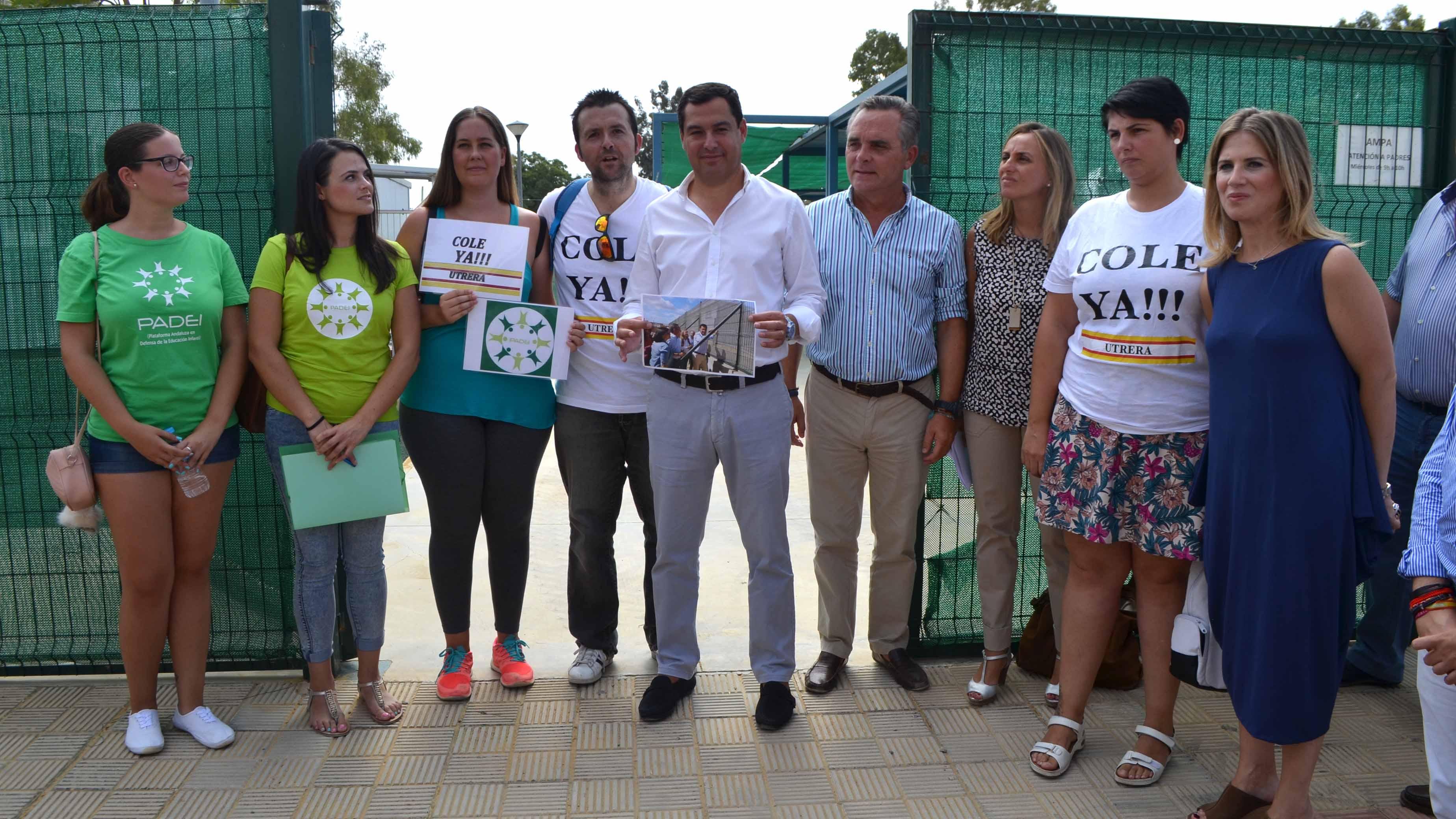 Moreno (PP), con los padres afectados en Utrera/ S.C.