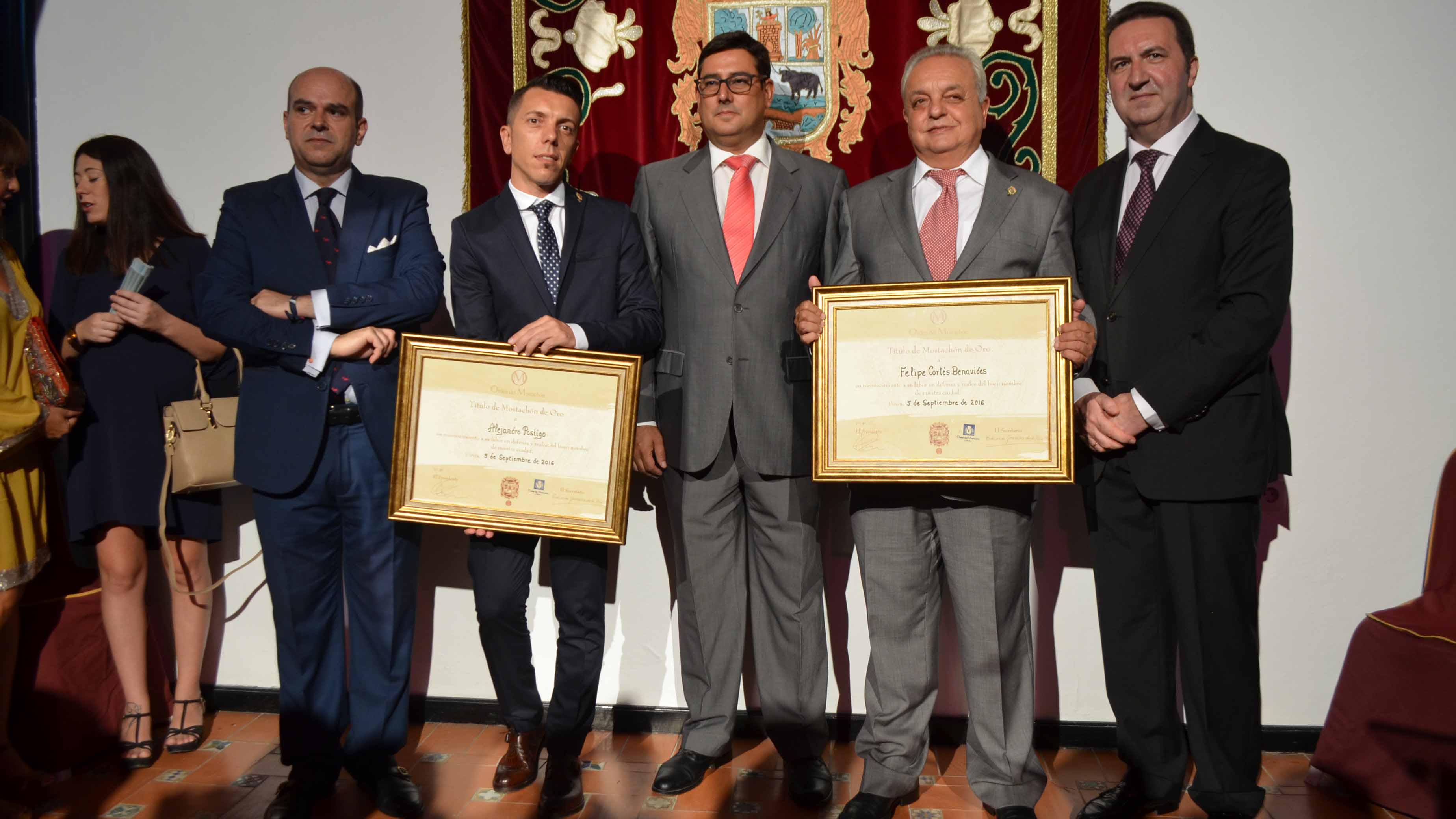 Los galardonados tras recibir su reconocimiento/ S.C.