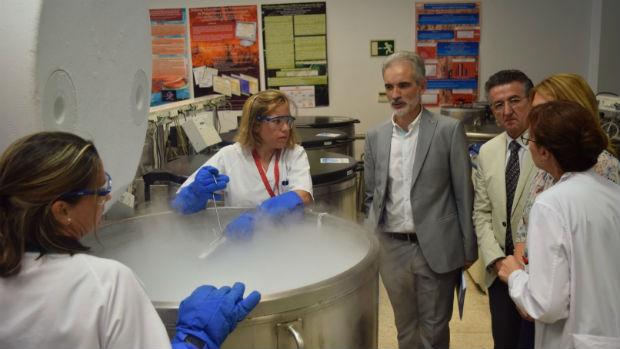 Aquilino Alonso durante su visita a las instalaciones del centro / ABC