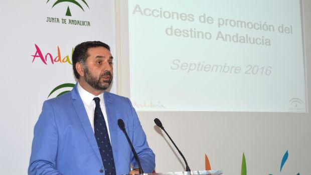 El consejero de Turismo y Deporte, Francisco Javier Fernández