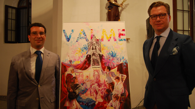 El hermano mayor de Valme con el autor del cartel