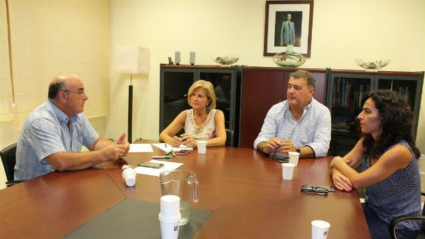 Oña reunida con los representantes de los trabajadores