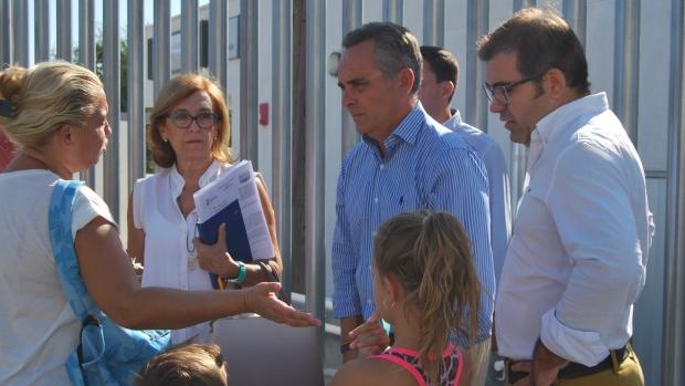 Juan Bueno y Andrés Parrado han visitado este lunes un colegio de Alcalá