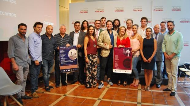 Los alcaldes de Alcalá y Utrera con los artistas flamencos