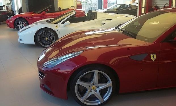 Algunos Ferrari en la exposición de C. de Salamanca en Marbella