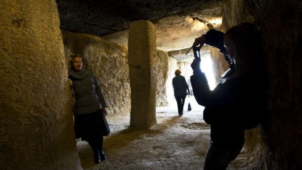 Turistas visitando los Dólmenes / Archivo